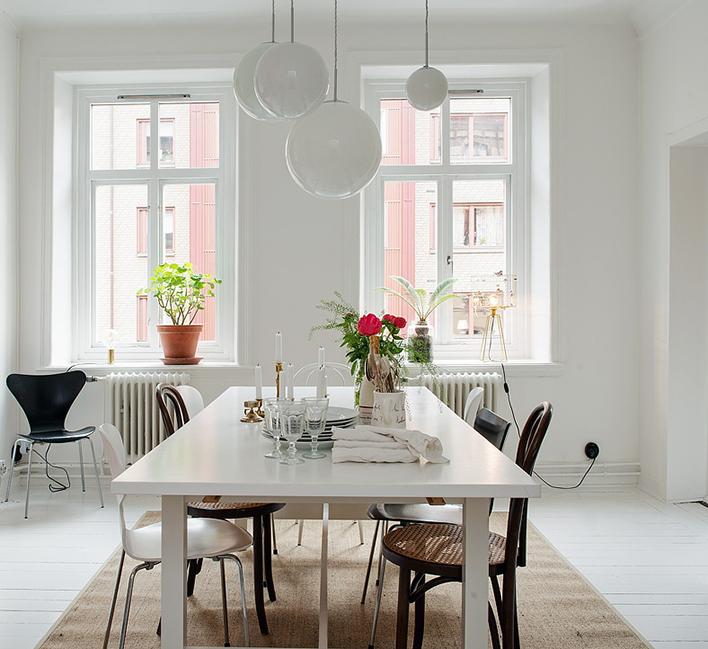 Silla de diferentes estilos para tu comedor con kenay home for Comedor sillas diferentes